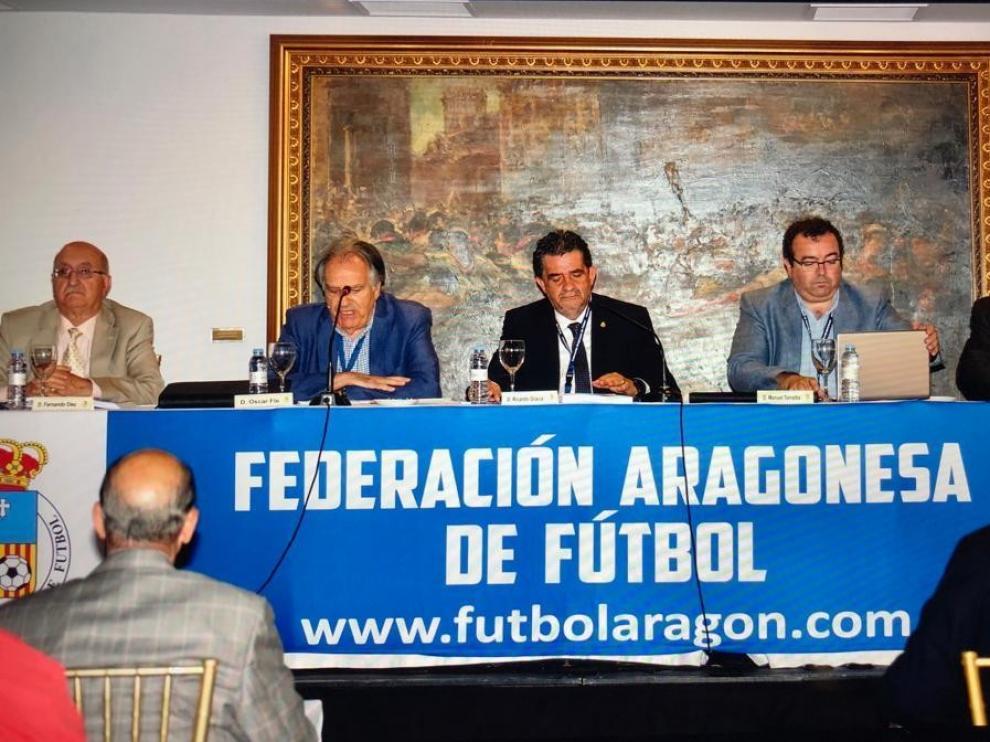 """Óscar Fle define de """"cara y cruz"""" el curso del fútbol aragonés"""