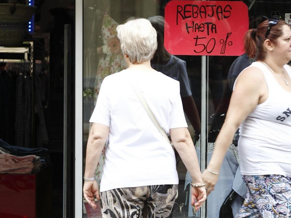 Consumo de Aragón recomienda evitar las compras por impulso y comparar precios durante las rebajas
