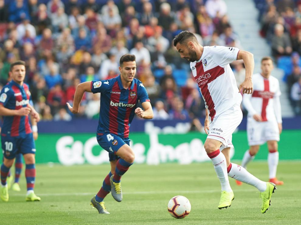 Aumentan las posibilidades de que un club de Primera pague al Huesca la cláusula de Gallego