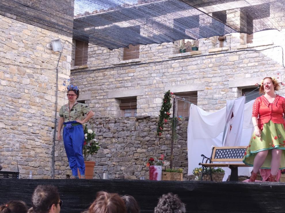 Rock y música de raíz conquistan al público en el Castillo de Aínsa
