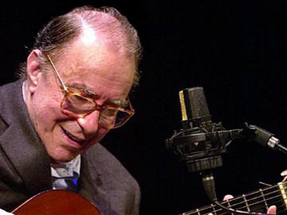 Muere Joao Gilberto, padre y compositor de la bossa nova