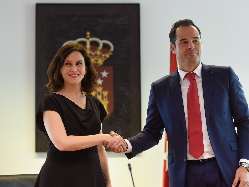 PP y Cs firman un acuerdo de gobierno en la Comunidad de Madrid sin Vox