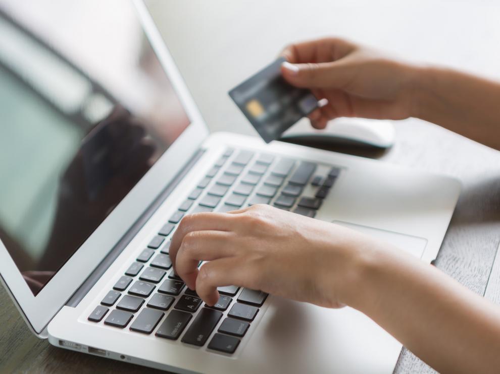 Un 86 por ciento de los jóvenes aragoneses entre 14 y 18 años compra habitualmente por internet