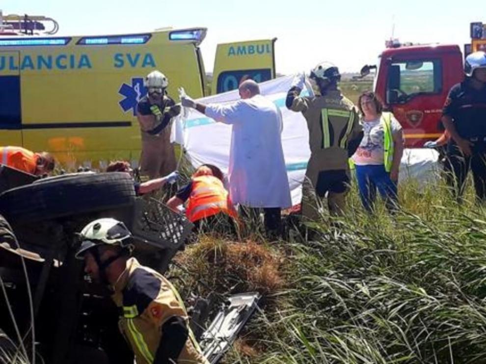 Fallece un camionero al salirse de la vía en la A-121 en Sádaba