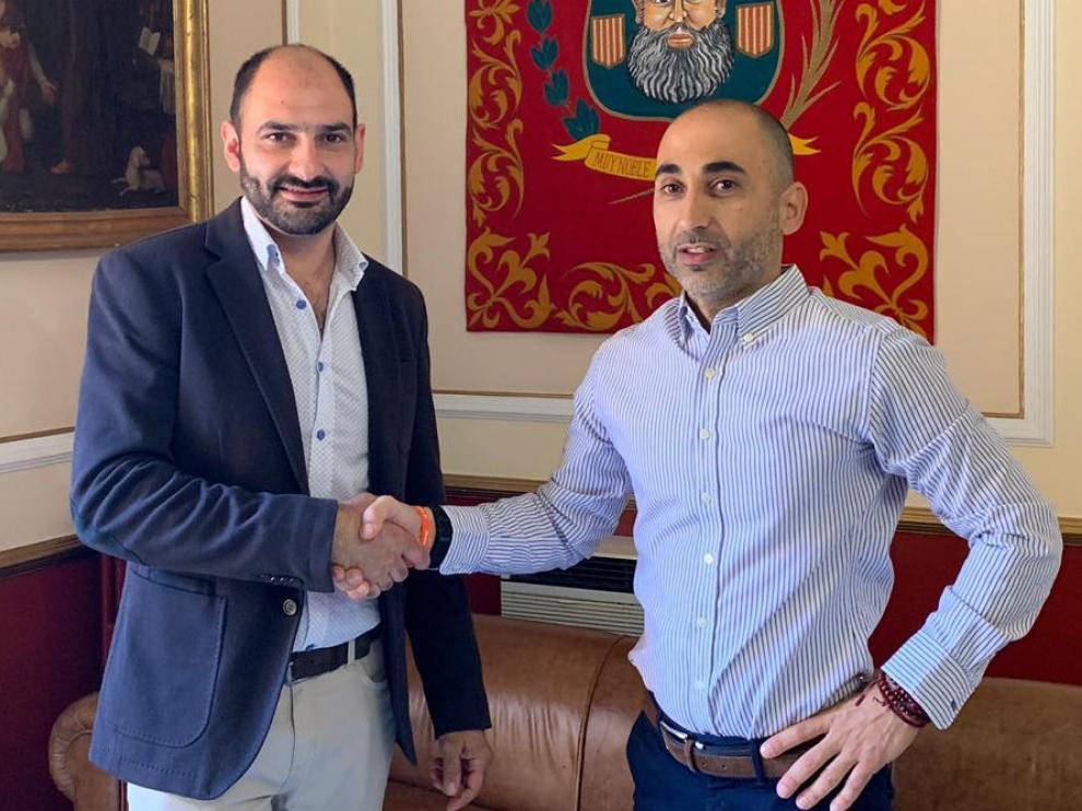 Ciudadanos y PP firman un acuerdo de gobierno en Barbastro