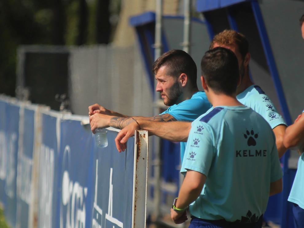 El Huesca cierra la primera semana con Miguelón sin entrenar por un esguince