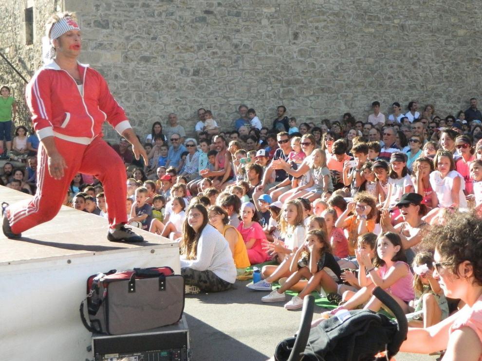 El Festival de Circo de Villanúa congrega a unos 2.500 asistentes