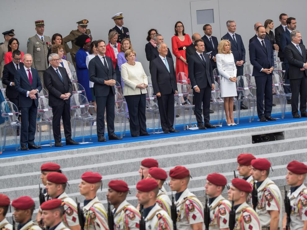 Francia da a su fiesta nacional una dimensión más europea