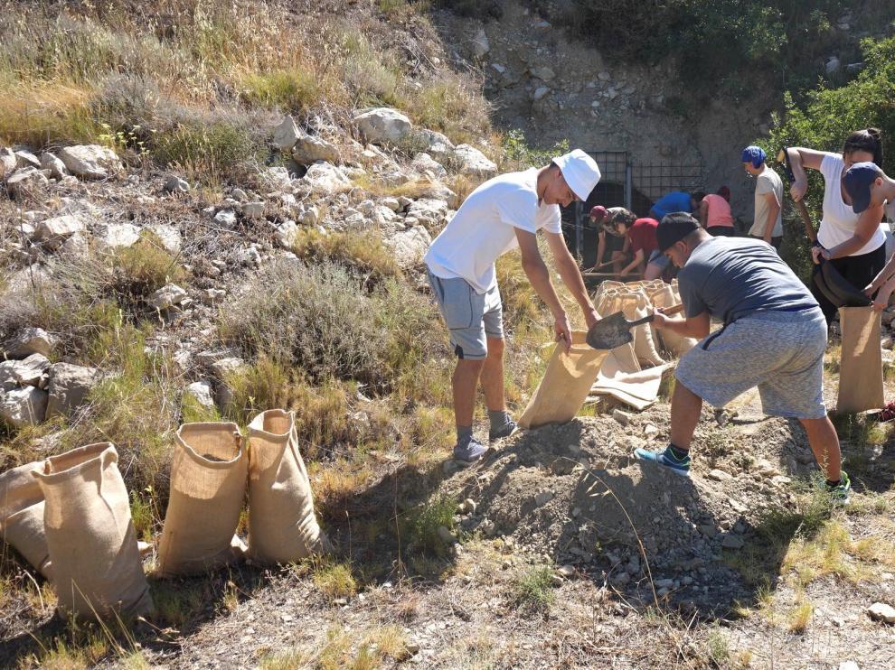 La Asociación Down de Huesca participa en un campo de trabajo en Fonz