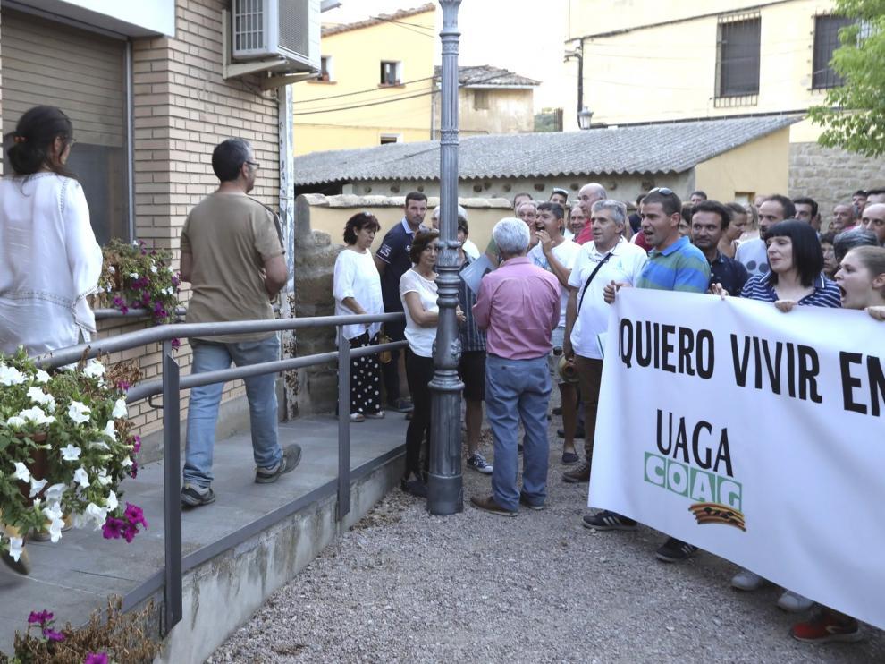 Los vecinos de Loporzano, divididos por la moratoria para granjas