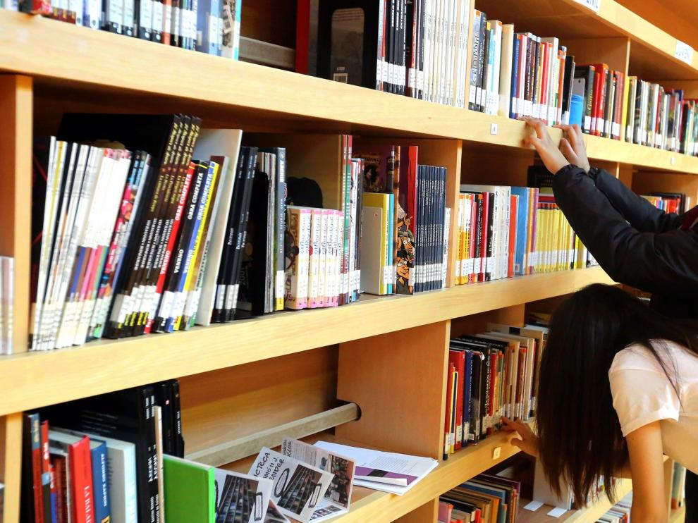 Más de 400 personas participan en los 26 grupos de lectura y escritura de las bibliotecas municipales de Huesca