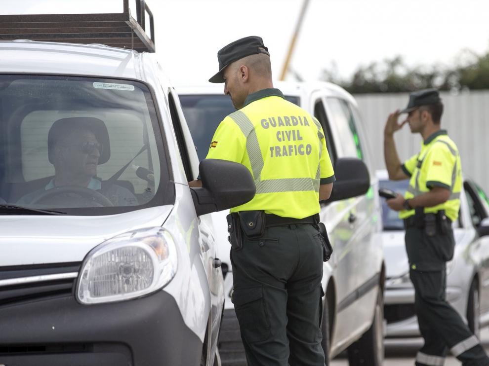 Investigan en Huesca a un menor que se grababa conduciendo temerariamente y a su madre