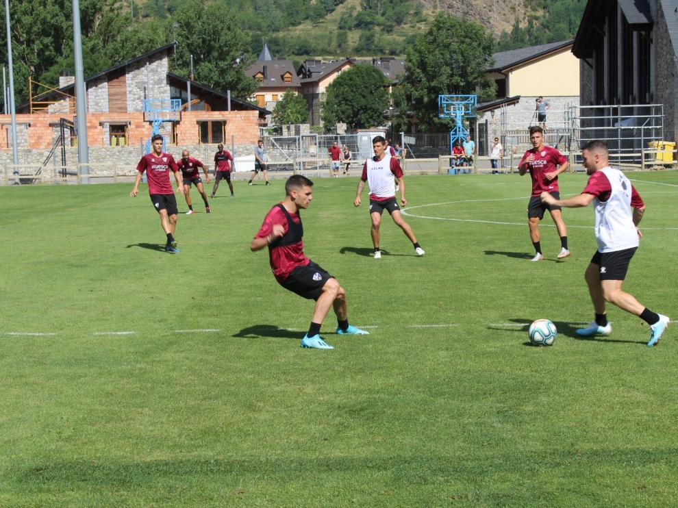 El Huesca no baja la intensidad en su estrenamiento de este martes en Benasque