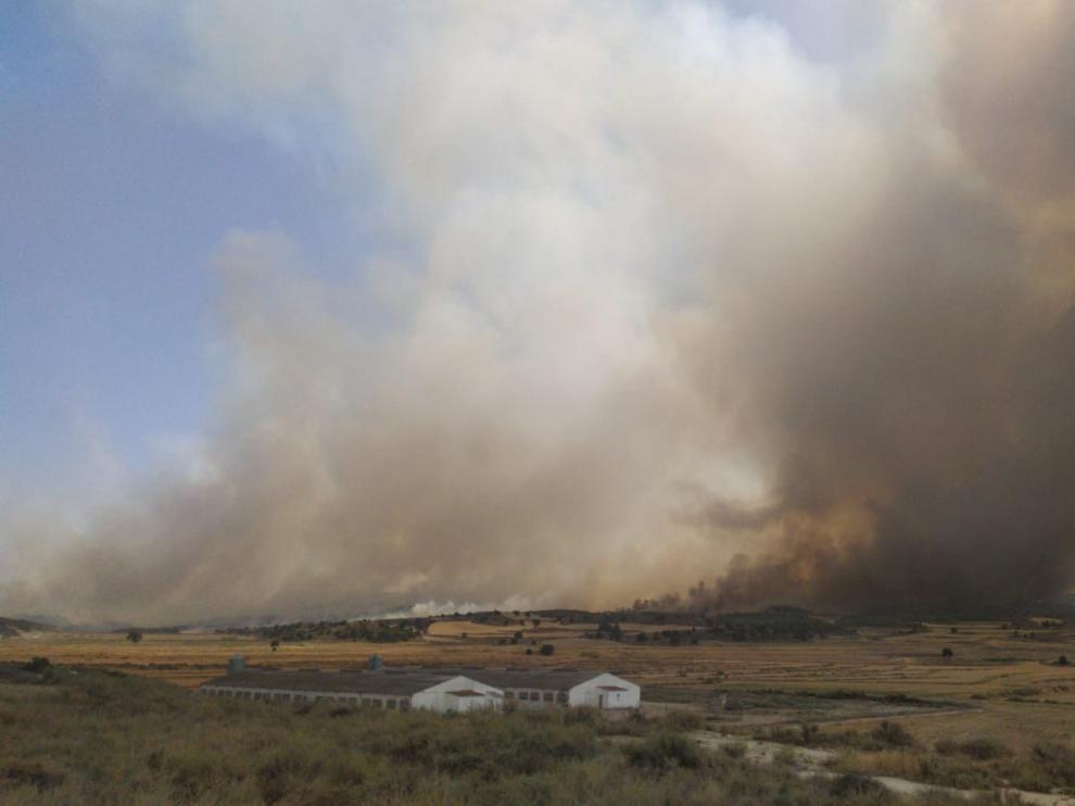 Un incendio próximo a la sierra de Alcubierre calcina unas mil hectáreas