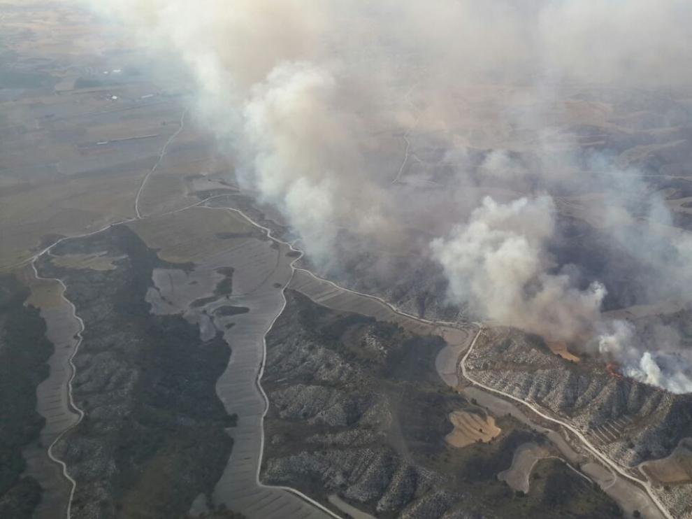 El Gobierno de Aragón prevé dar por controlado el fuego de Perdiguera y Leciñena este jueves