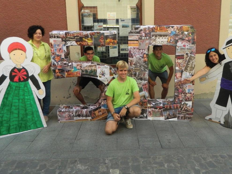 """""""Photocall"""" en la Feria del Libro de Jaca"""
