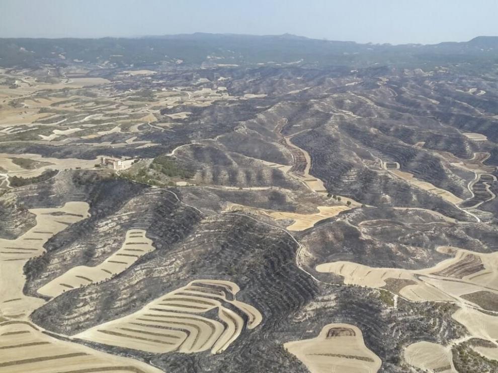 El Gobierno aragonés da por controlado el incendio que afecta a Perdiguera y Leciñena