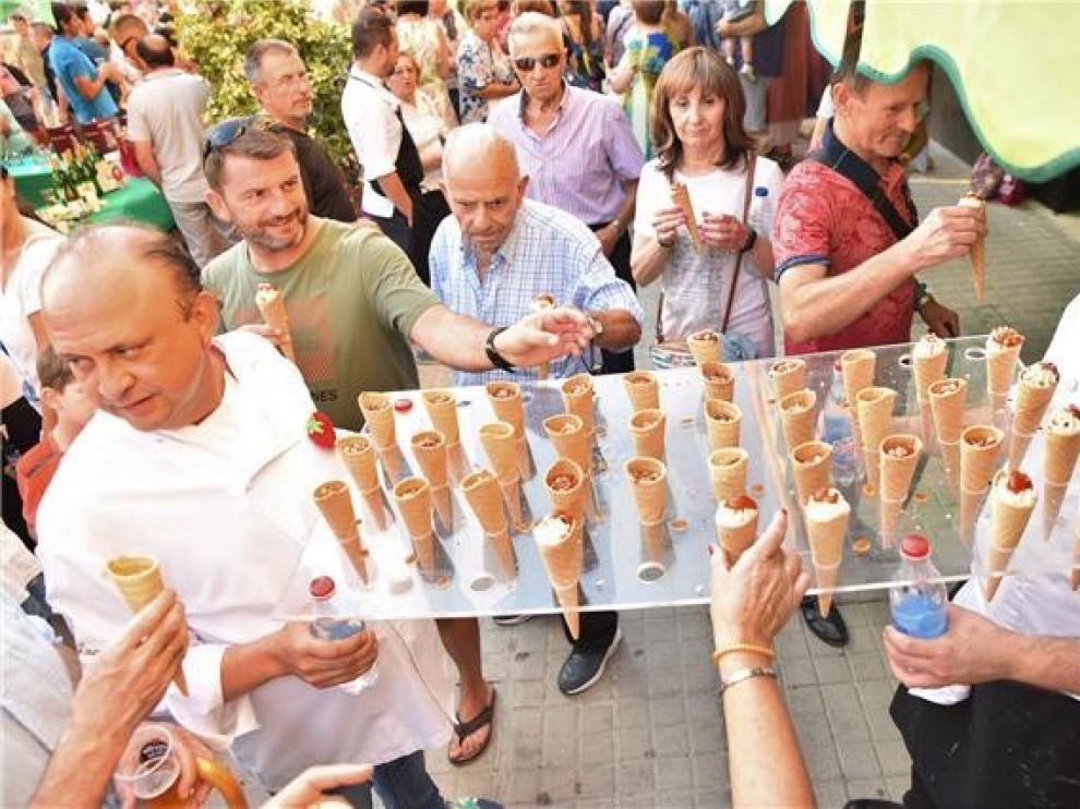 La Fiesta del Tomate Rosa enamora a un millar de oscenses, en un acto de homenaje al producto y a la tierra