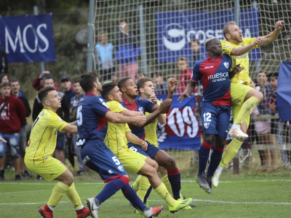 El Huesca derrota al Ejea en su segundo amistoso con dos goles de Gallar