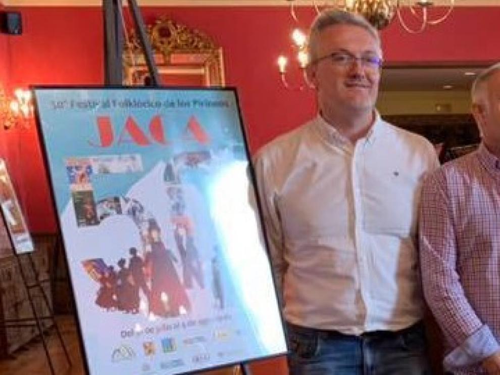 Pedro Juanín publica un libro sobre los 50 años del festival de Jaca