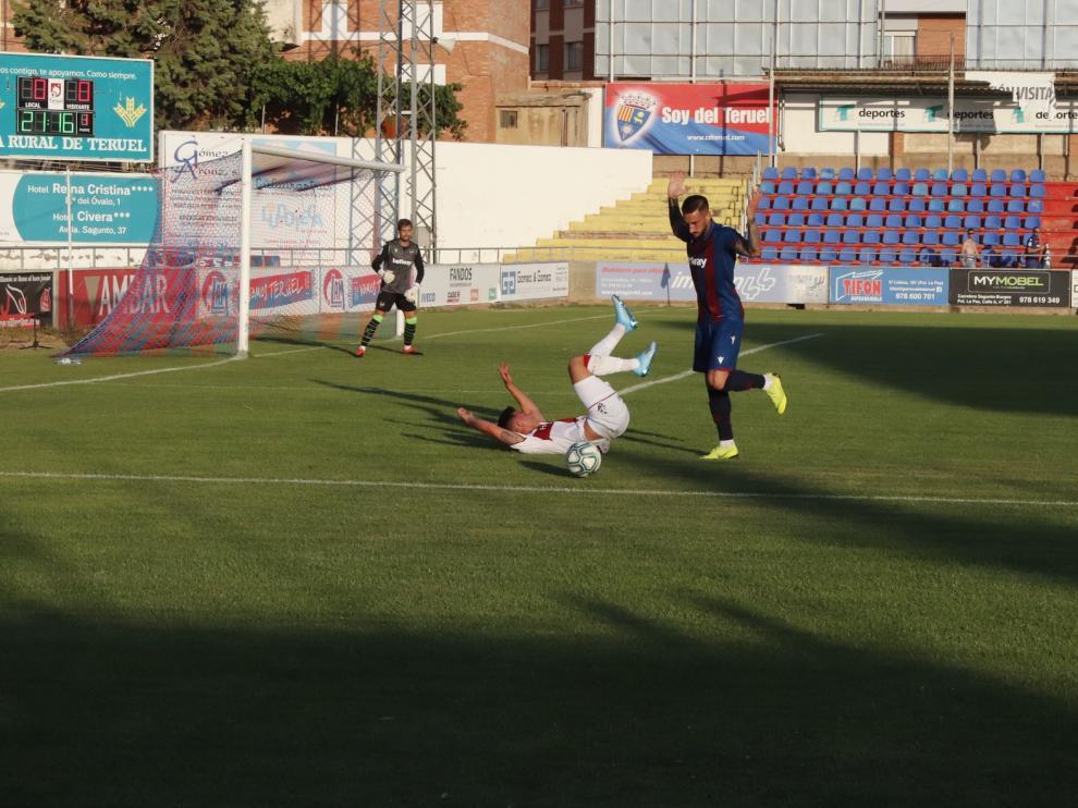 El Huesca empata ante un Primera (1-1)