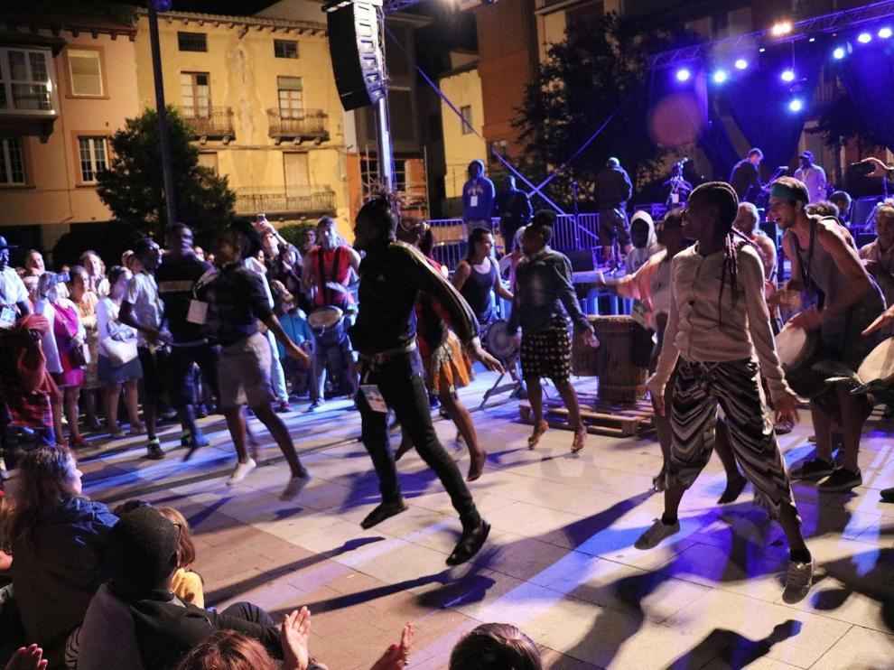 Lunas del Mundo acerca el folclore a los jóvenes en Jaca