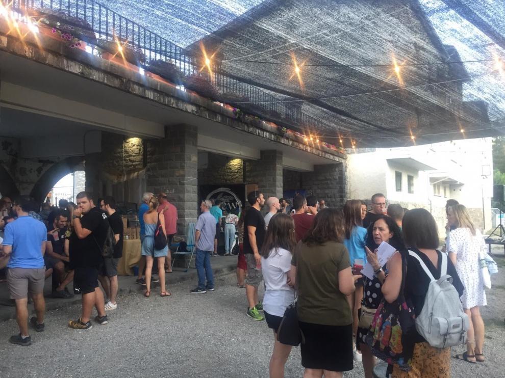 Biescas se refresca durante la Feria de la Cerveza Artesana