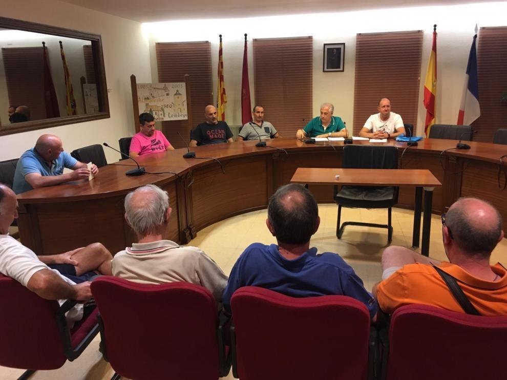 Plácidas asambleas de socios para Almudévar y Fraga