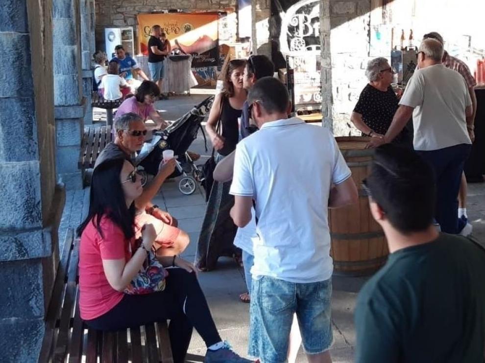 La primera Feria de la Cerveza Artesana de Biescas se estrena con buena acogida