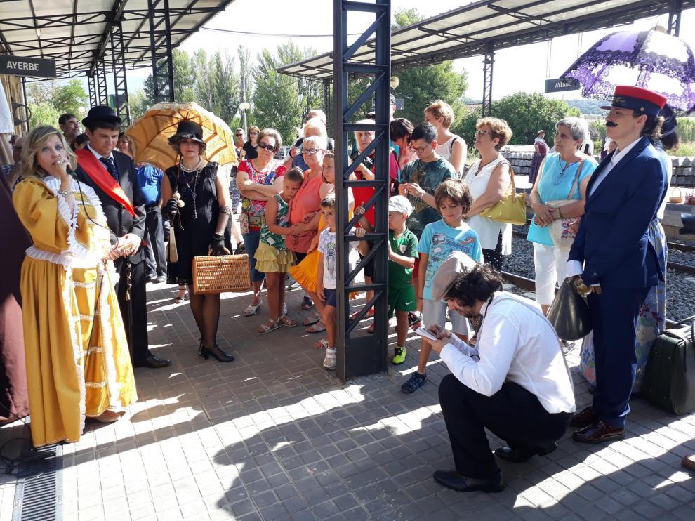 Ayerbe se vuelca en la recreación de la llegada de su primer tren