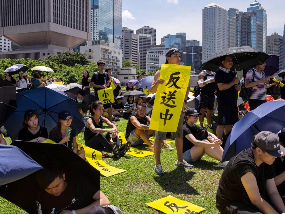 La Policía vuelve a reprimir la protesta en Hong Kong contra el gobierno local