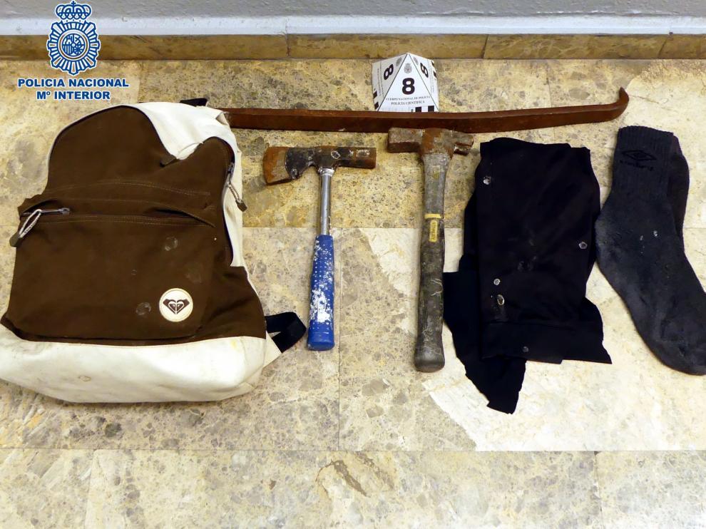 Detenidos infraganti los tres autores de un robo con fuerza en un céntrico comercio oscense