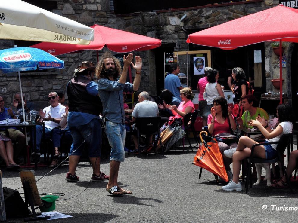 Villanúa clausura con éxito su gran cita con la música callejera