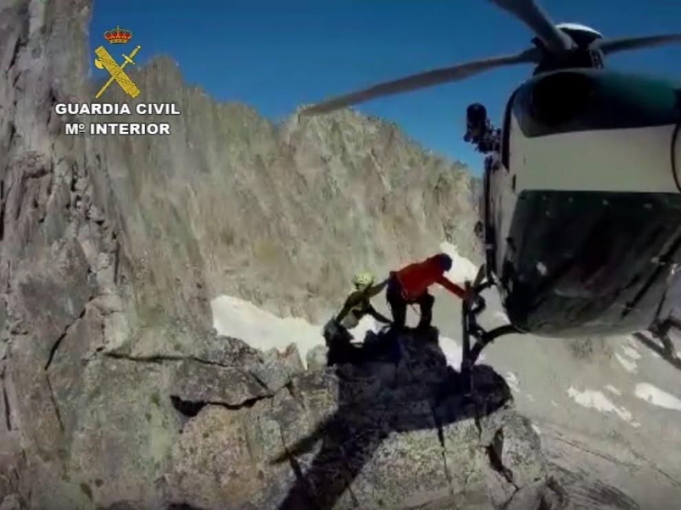 Complicado rescate de dos montañeros franceses enriscados en el Parque Natural de Posets-Maladeta