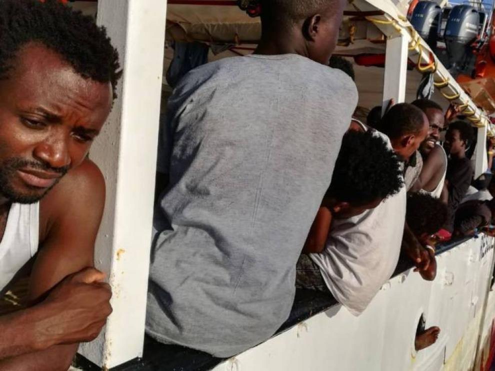 Open Arms pide urgentemente un puerto seguro para los 121 migrantes a bordo