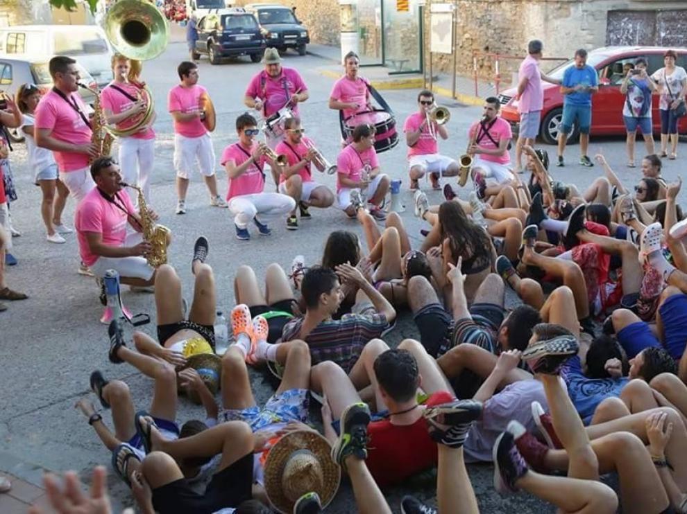 Becerradas, recortadores y juegos animan los festejos de Estadilla