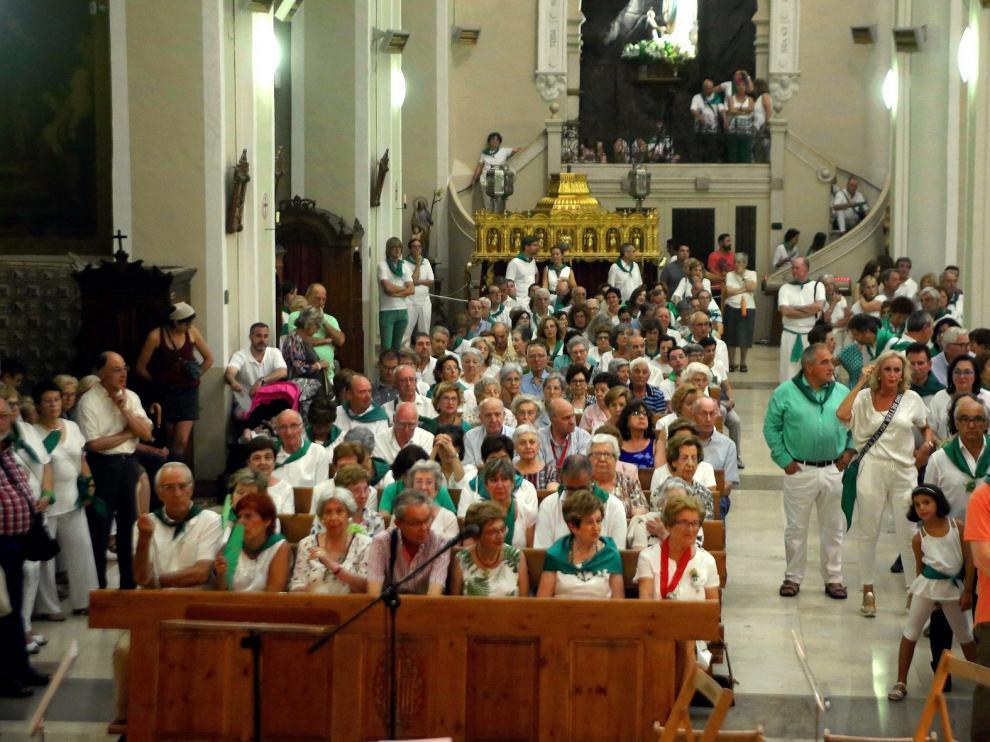 Las completas llenan la basílica de fieles, devoción y arte