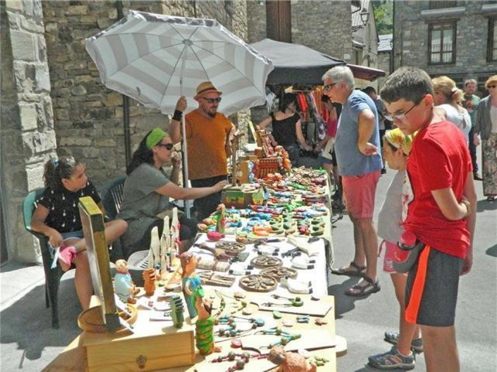 Artesanía y reciclaje se funden en una feria en Villanúa el fin de semana