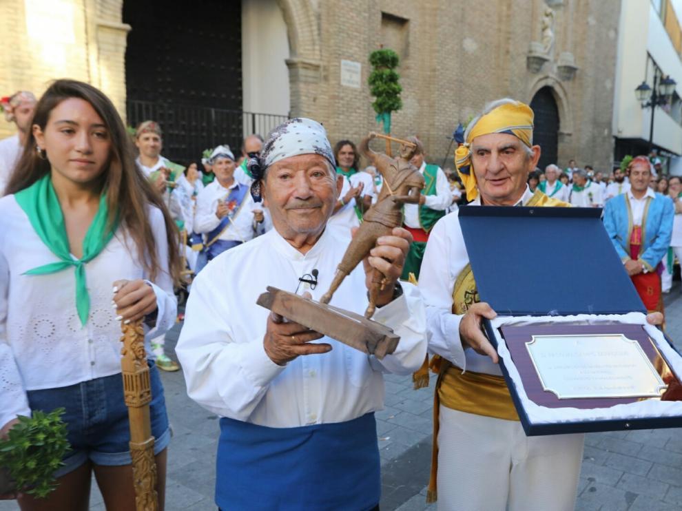 El relevo de mayorales emociona a una plaza entregada a la tradición más festiva