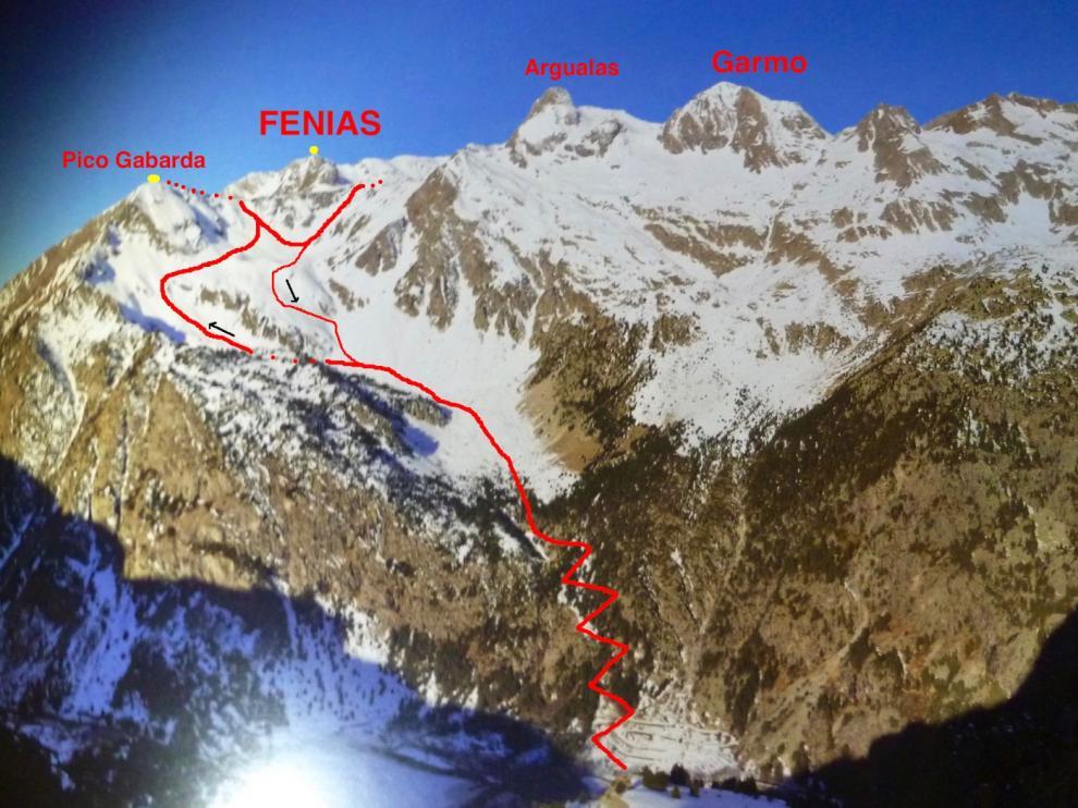 Fallece un montañero de 75 años al caer por una canal en el pico La Gabarda