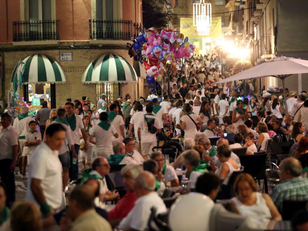Gran ambiente y masiva afluencia a los escenarios festivos la noche del sábado