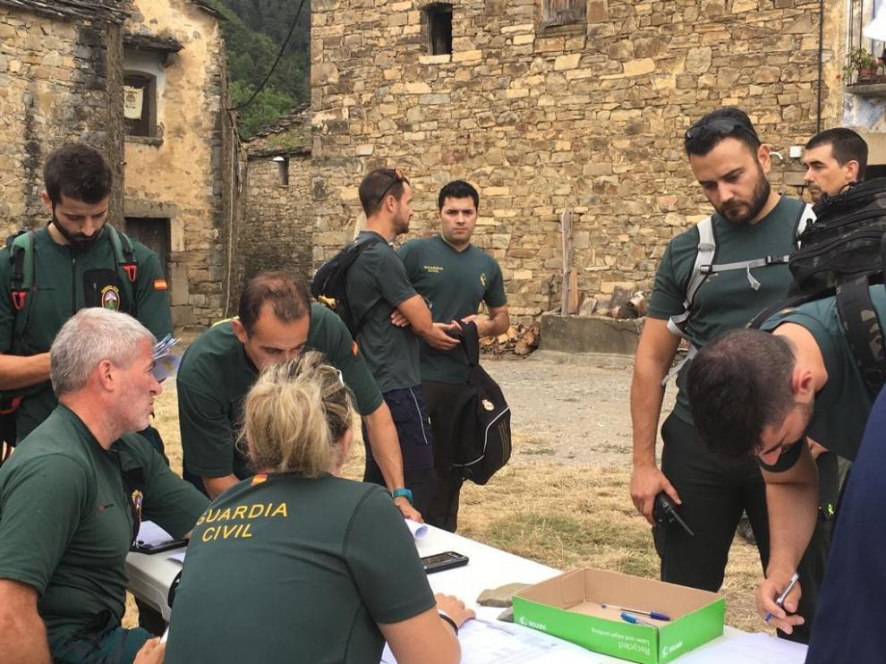 Seis voluntarios mexicanos se sumaron este domingo a la búsqueda de Jesús Ríos