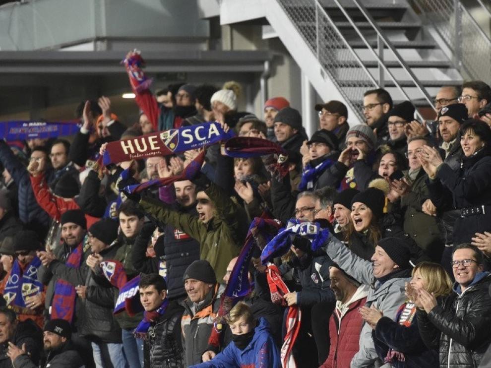 Las peñas del Huesca no reblan pese al descenso