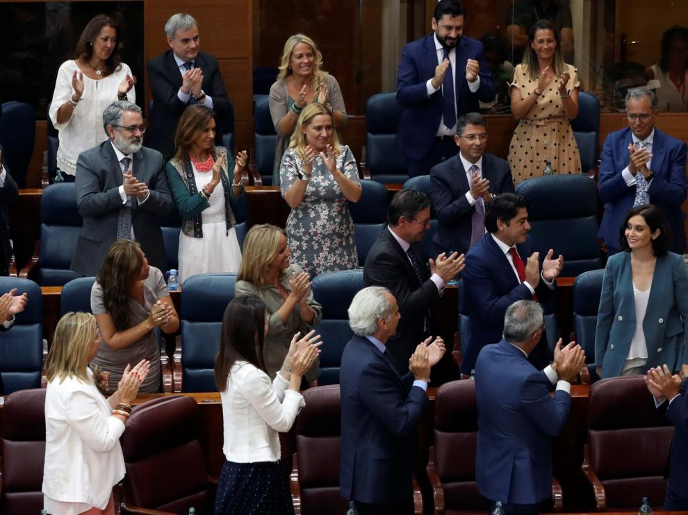Ayuso anuncia una rebaja fiscal en un discurso con guiños a Vox