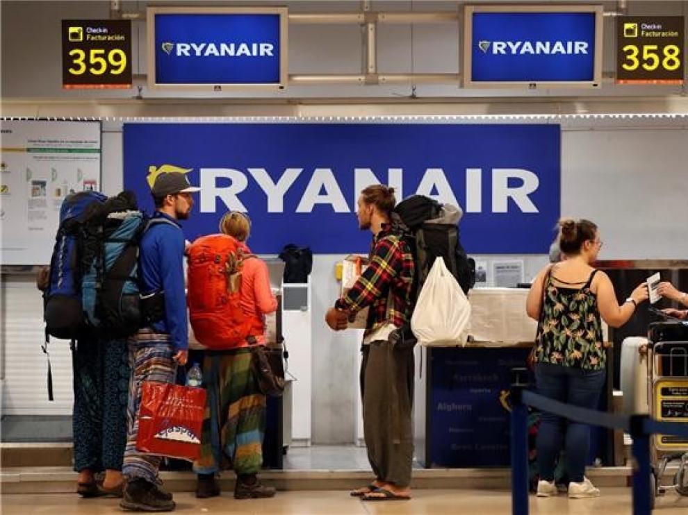 Los tripulantes de cabina de Ryanair en España convocan 10 días de huelga en septiembre en protesta por el cierre de bases