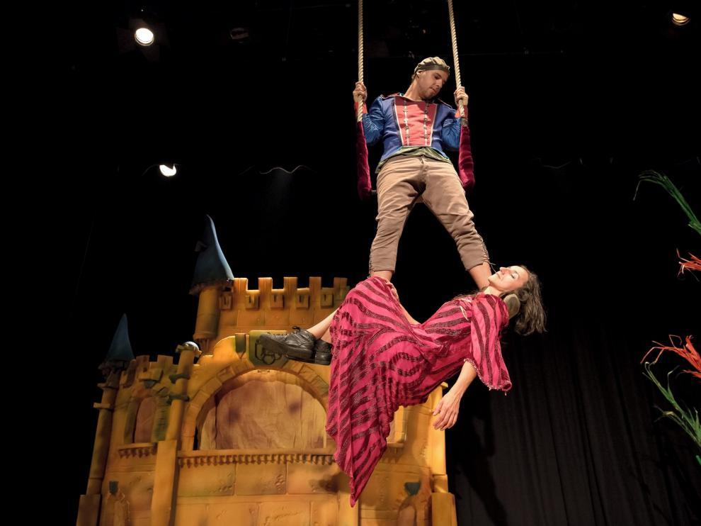 Peliagudo Arte y Circo relata la historia de la Bella Durmiente con humor