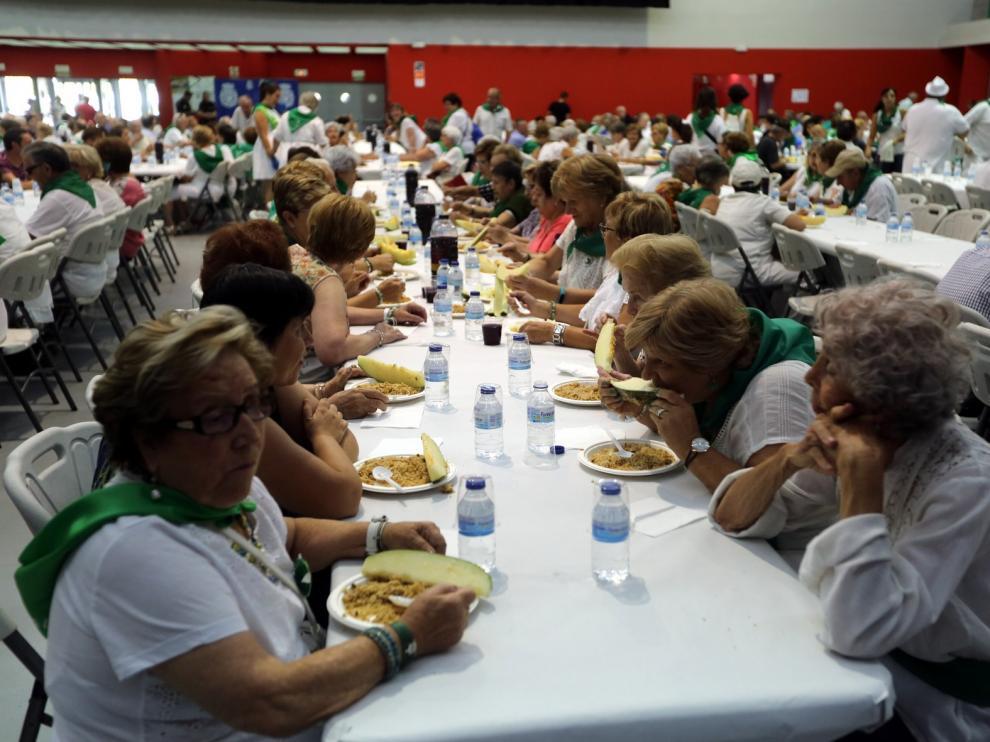 Los mayores saborean migas y melón para finalizar unas fiestas laurentinas llenas de actos