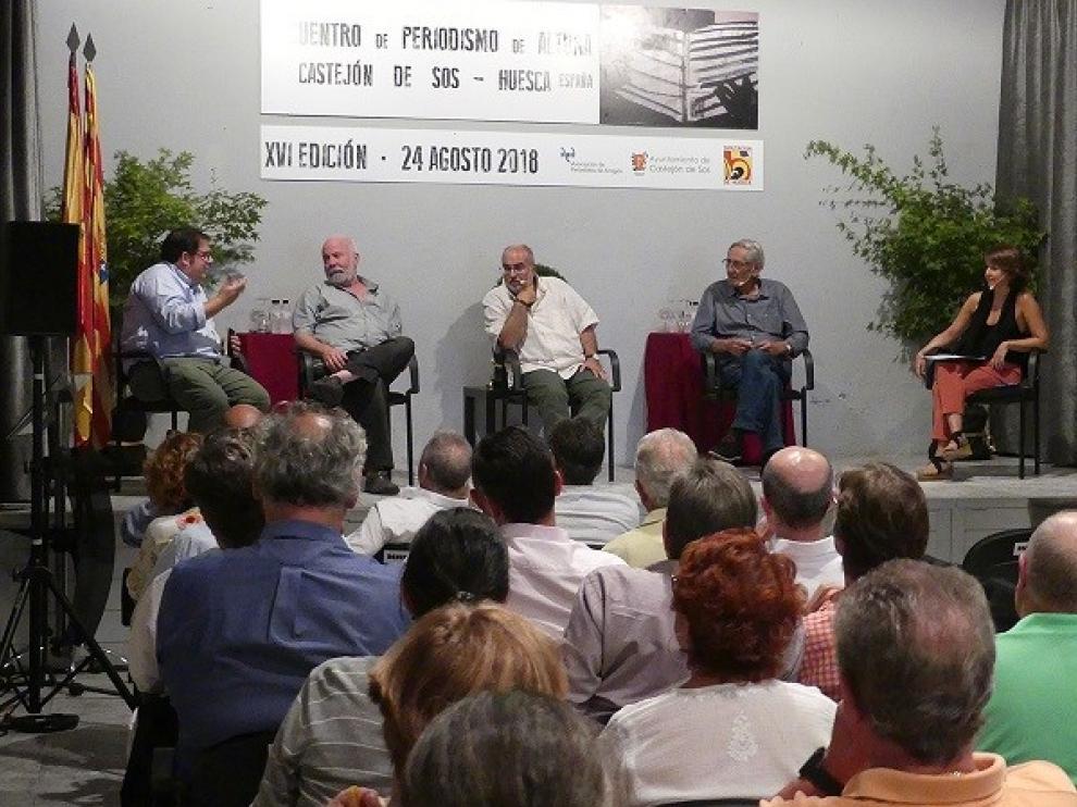 Periodistas debaten en Castejón de Sos sobre el Brexit, el bloqueo político en España y la desinformación