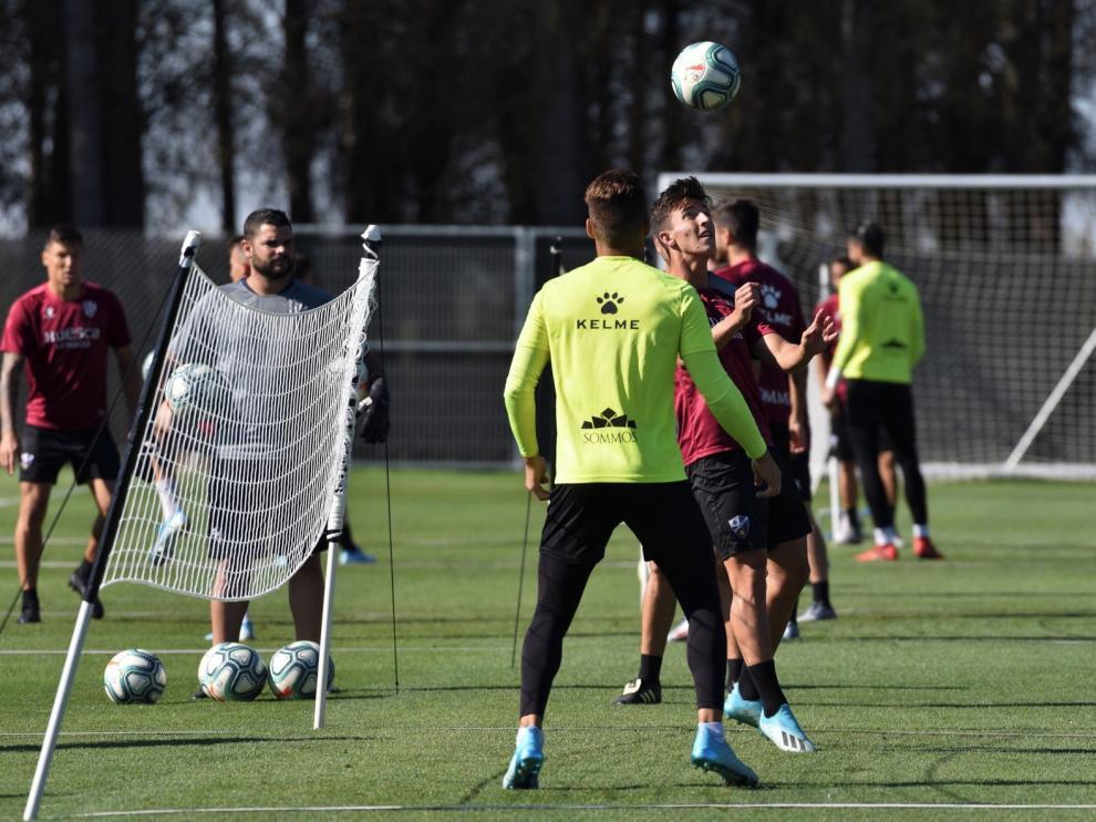 Entrenamiento suave con fútbol-tenis y el equipo viajará este sábado a Las Palmas