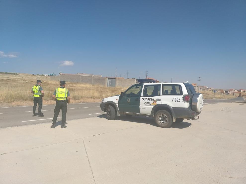 La Guardia Civil de Teruel rescata a un menor atrapado dentro de un vehículo en Torrelacárcel